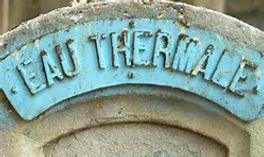Détails d'une fontaine de cures thermales.