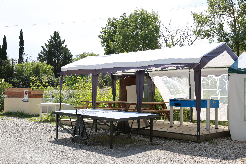 Abri au Camping Le Garel.