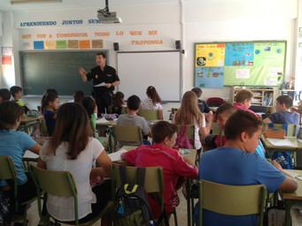 La policía visita a los alumn@s de 6º de Primaria