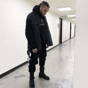 Chris Brown assume son côté dark dans un total look monochrome