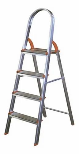 Escada de Alumínio Doméstica Ágata - 04 Degraus