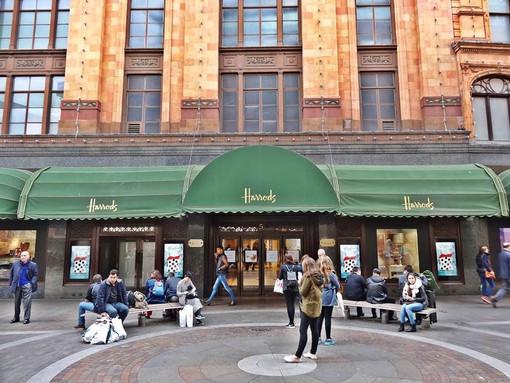 Harrods-Entrance-Hans-Crescent.jpg