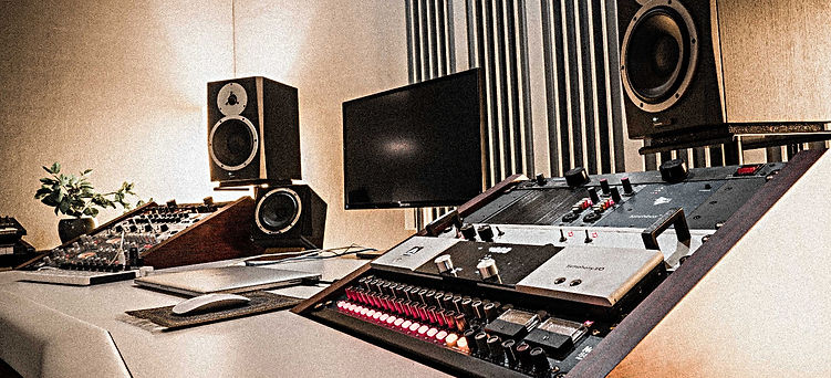 BBW Studio-12_edited.jpg