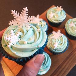 Christmas snowflake cupcakes