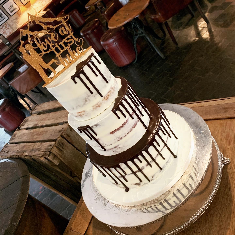 Wedding drip-cake