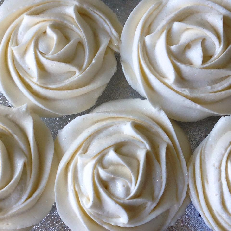 Ivory wedding swirl cupcakes