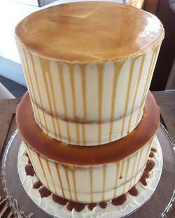 Salted caramel drip cake