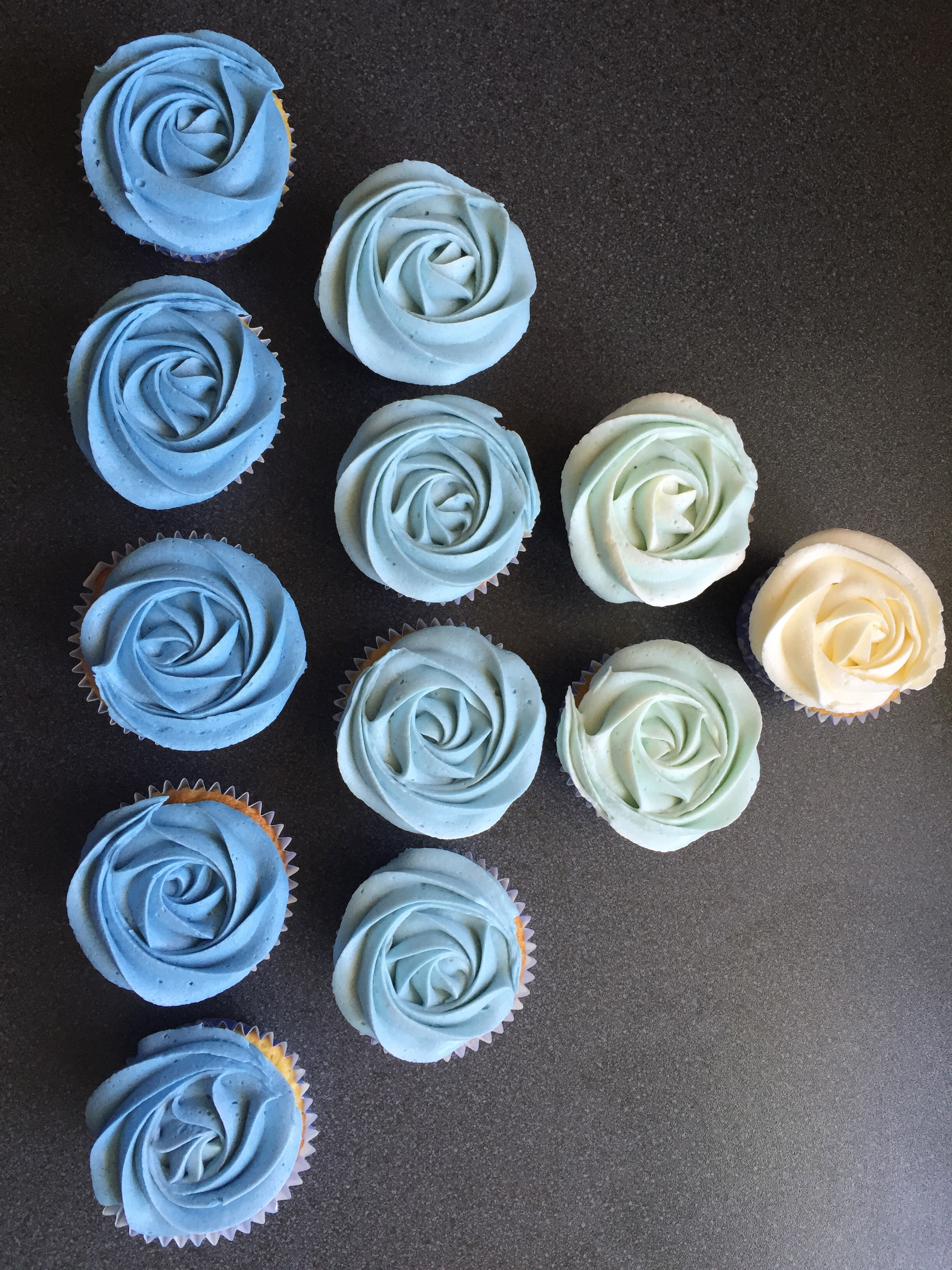Blue to white ombre cupcakes