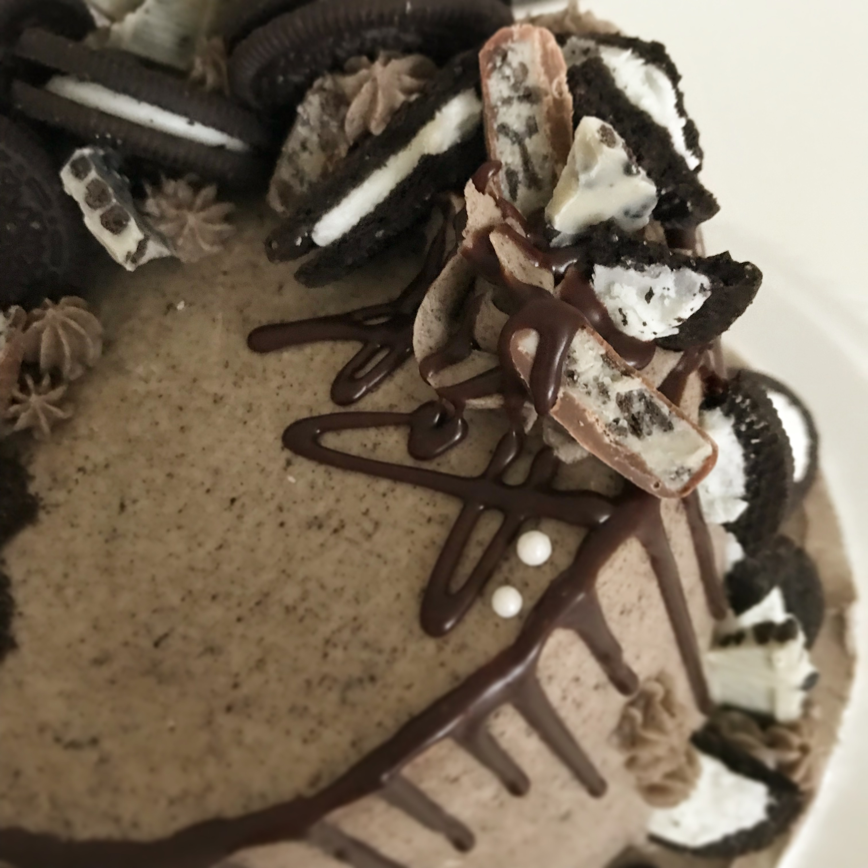 Oreo drip cake