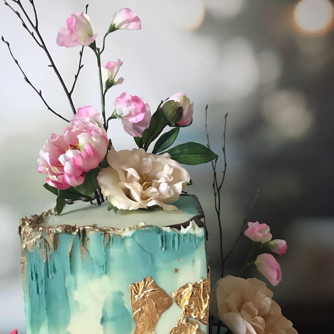 Modern cuboid cake