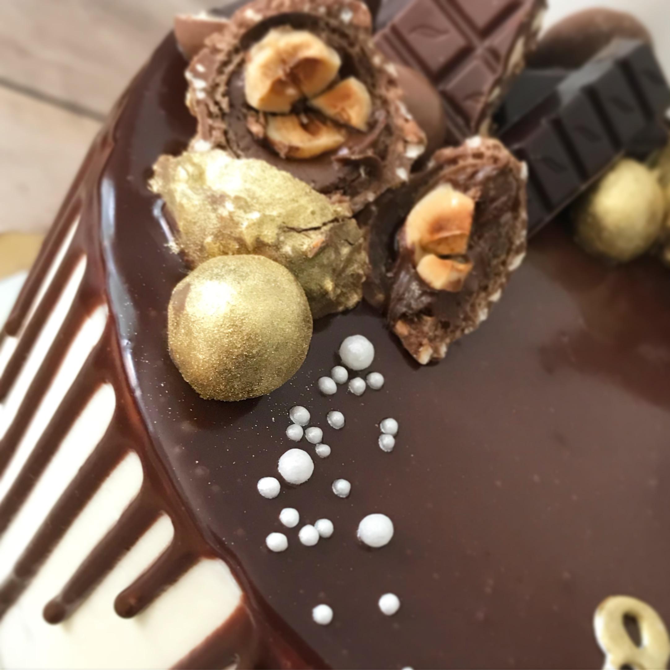 Drip cake close up
