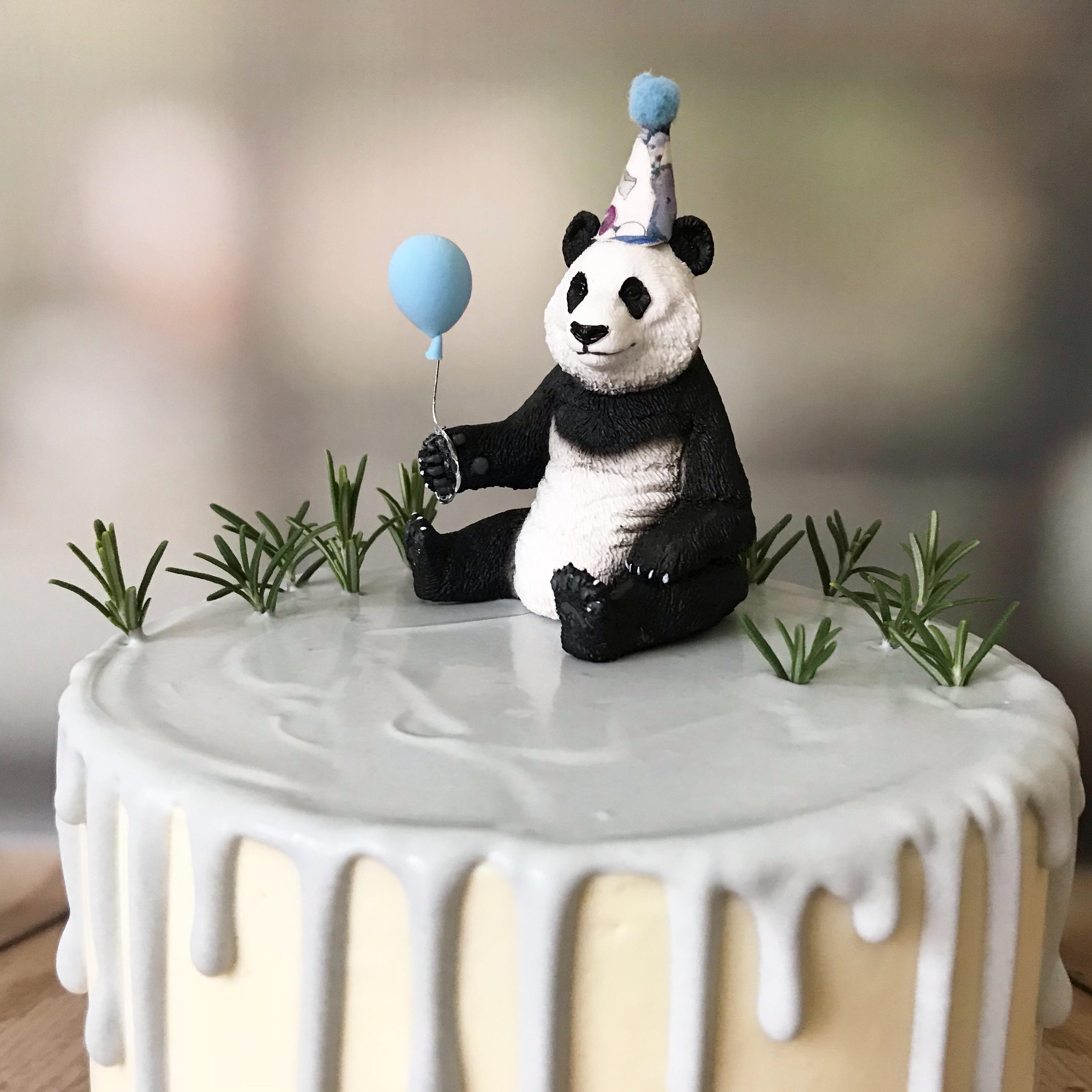 Panda drip cake