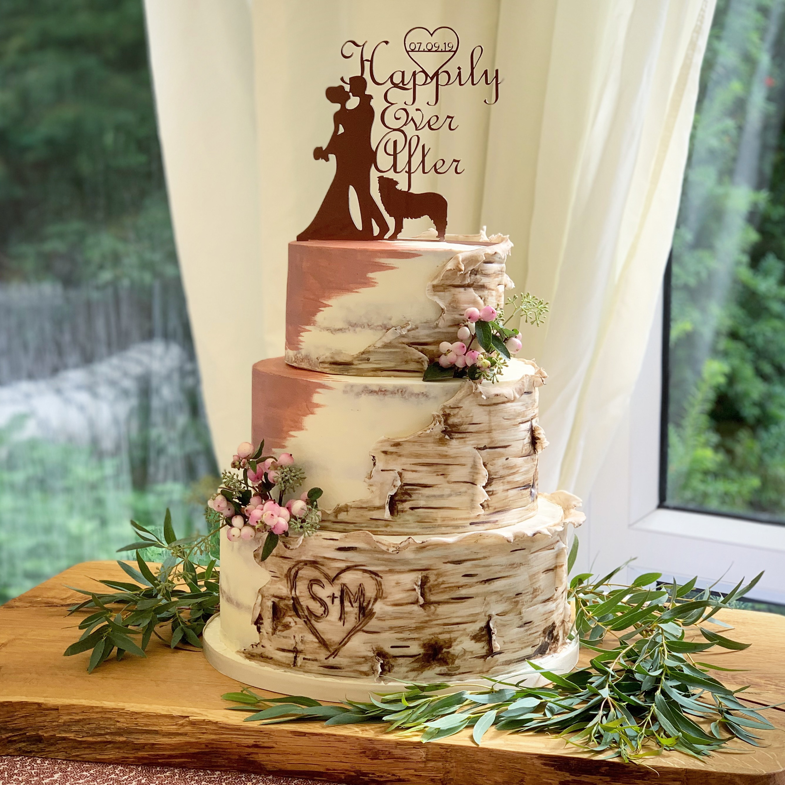 Tree stump wedding cake