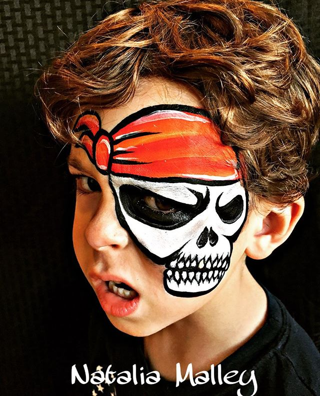 Pirate Skull Face Painting