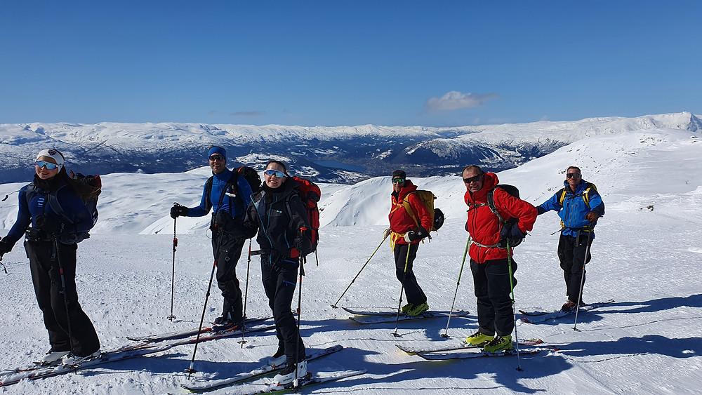 Raundalsryggen på ski. Utsikt mot Voss.