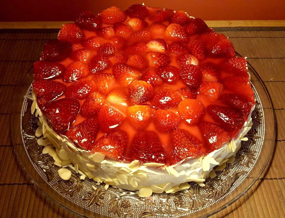 tree of delights strawberry cream cake
