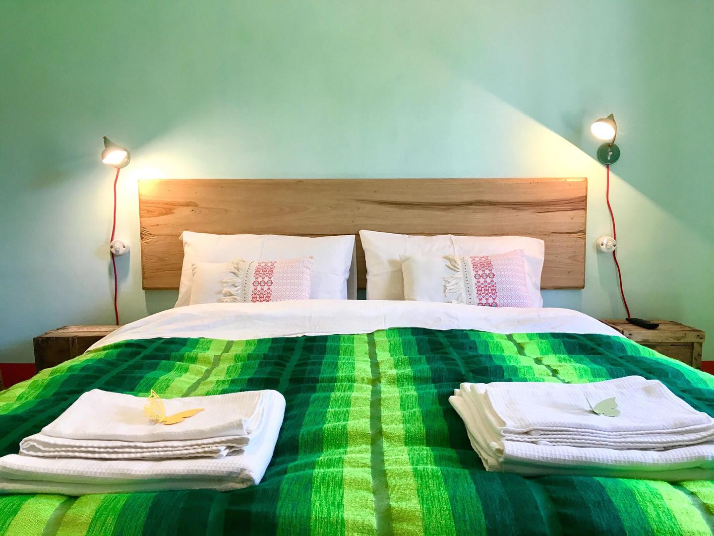 camera rustica-letto matrimoniale