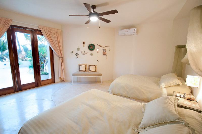 retreat_bedroom.jpg