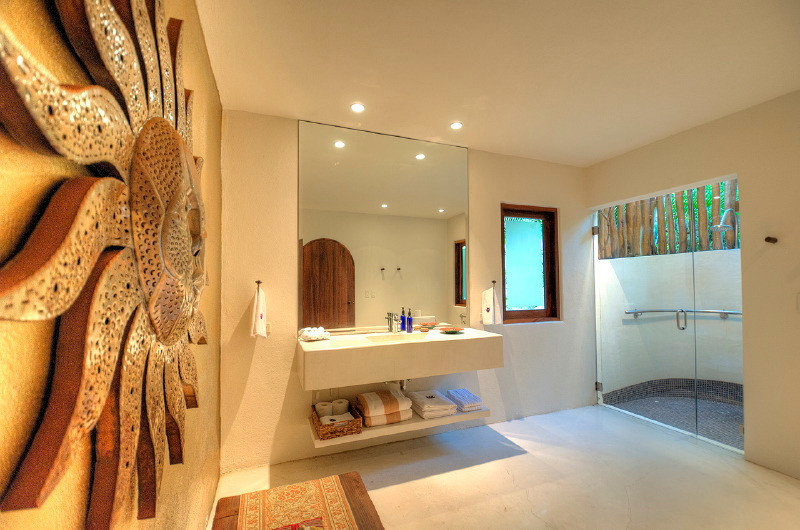 retreat_va_6744_bathroom.jpg