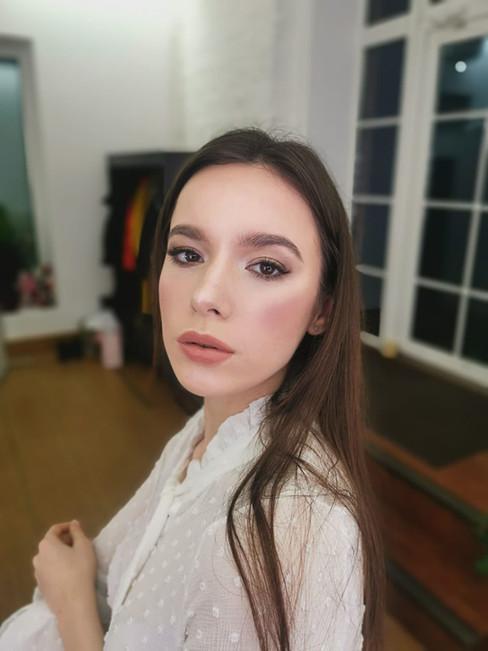 natürliches Braut-Make-Up mit Glow