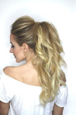 Hoher Zopf mit gewellten Haaren - sehr schöne Frisur ohne Schleier