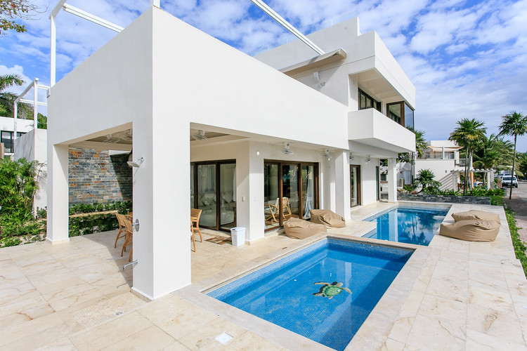 Villa Unica in  Playa del Carmen is a luxury residence in Playacar's Phase 1, the most demanded gated resort community in Playa del Carmen. Offering you luxury beach living in a fully equipped and furnished dream home just steps from the Caribbean beach. The large roof garden is a very special part of this property with incredible ocean views. This residence has excellent rental returns all year through.