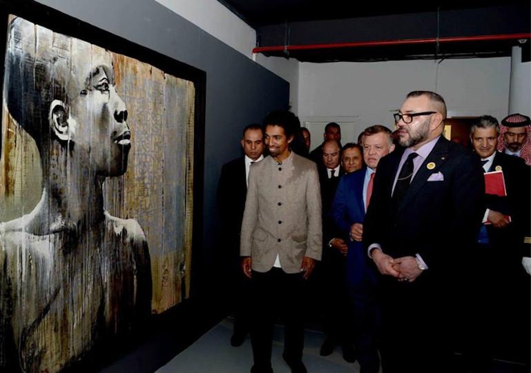 Kouka Ntadi presents his work to Mohammed VI