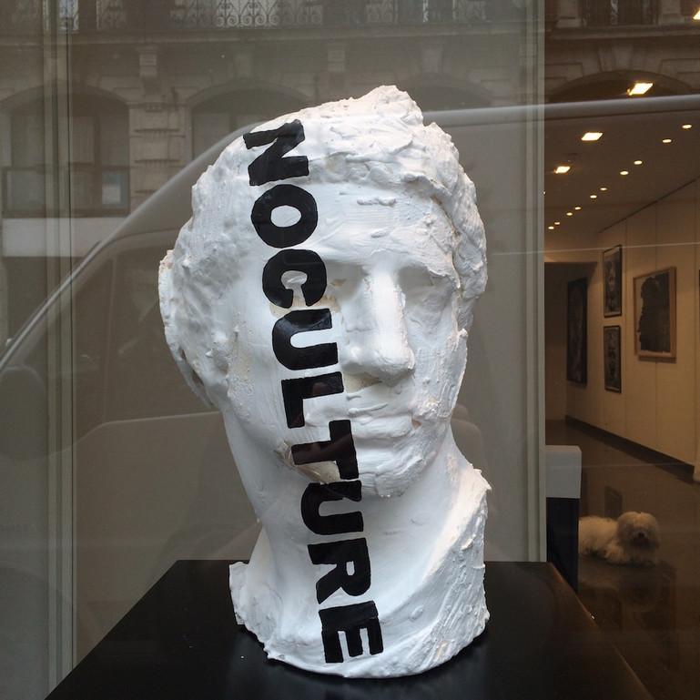 """Kouka Ntadi, """"Alexandre"""" (Encre et Acrylique sur statue en platre)"""
