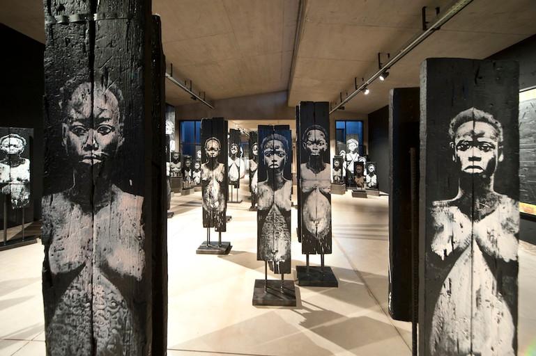 Kouka Ntadi, Art installation