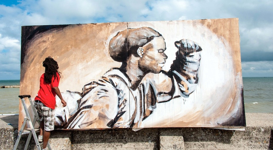 Kouka Ntadi, artiste en performance