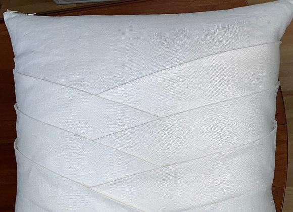 SINGLE WHITE LINEN PLEATED PILLOW