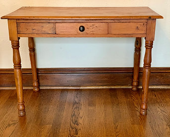 PINE SIDE TABLE W/ 1 DRAWER