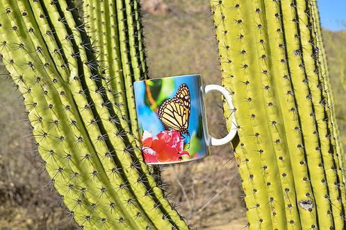 Taza de cerámica con fotografía de mariposa monarca