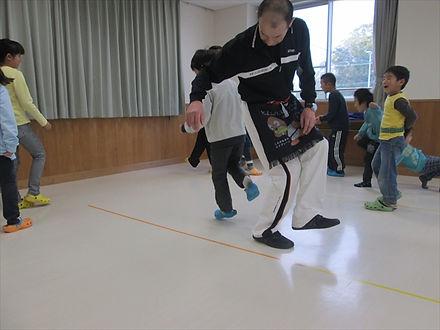 体幹尻相撲2_R.JPG