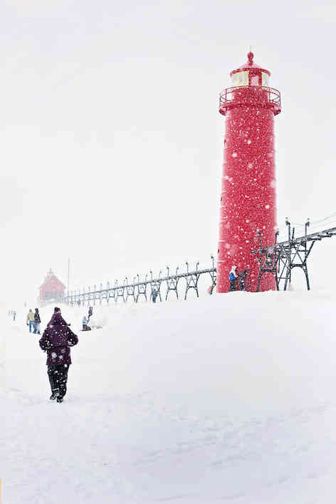 _absolutely_free_photos_original_photos_red-tower-in-snow-3685x5528_85907.jpg