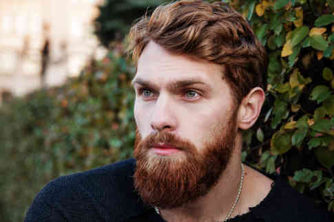 Портретное фото бородатого мужчины