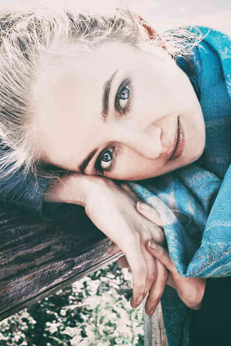 Портретное фото блондинки
