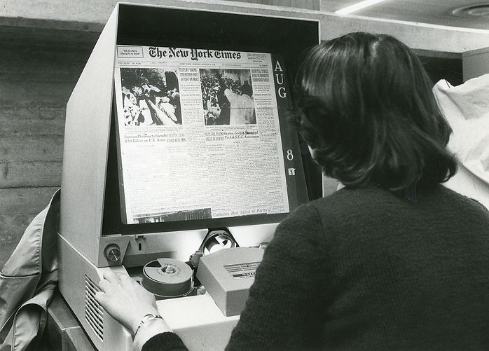 1600px-Microfilm_reader_for_articles_and