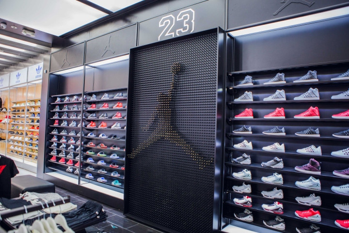 Shoe-Palace-Store-by-Double-Europe-San-J