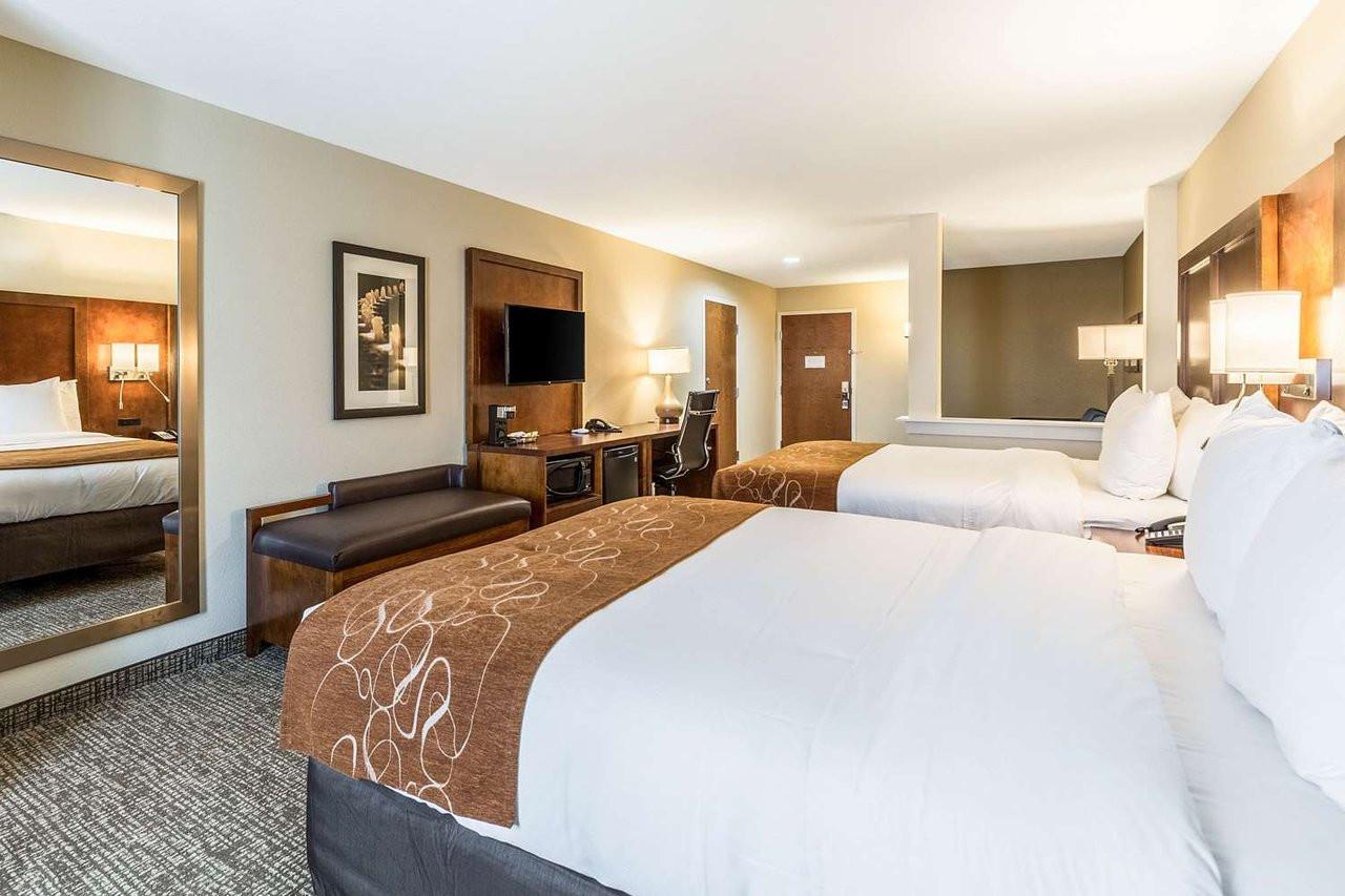 suite-with-queen-bed.jpg