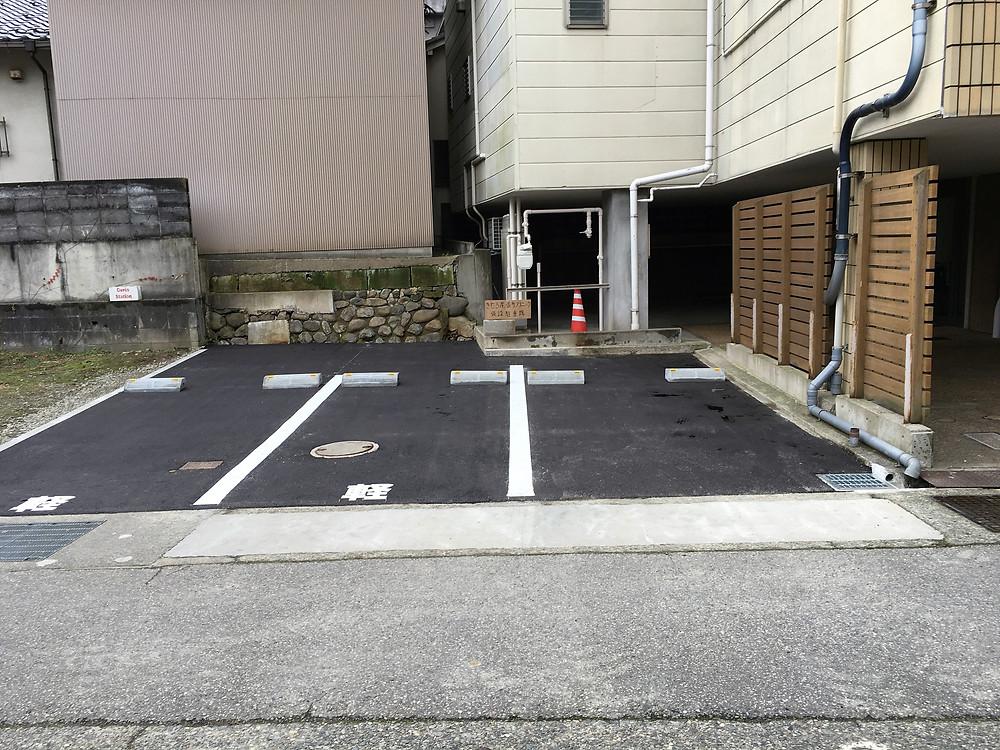 クリニック横に3台分の駐車場が整備されました。これで、車6台分の駐車場が確保されました。車で来院される方