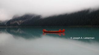Alberta, Canada, canoes on Lake Louise i
