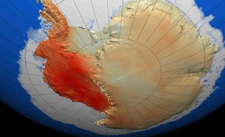 Miglia e miglia di ghiaccio stanno collassando nel mare