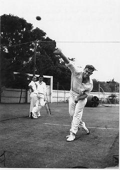 Ray Strauss bowling.jpg