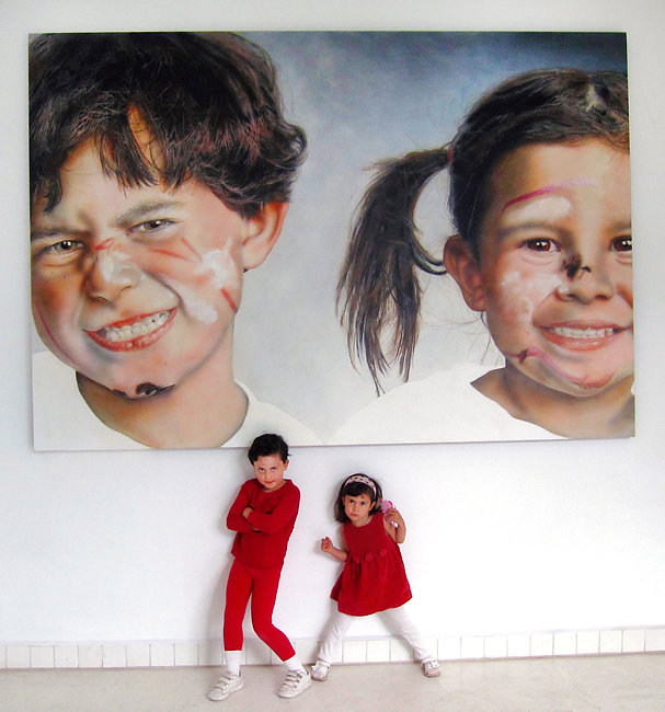Kids%20in%20front%20of%20their%20portrai