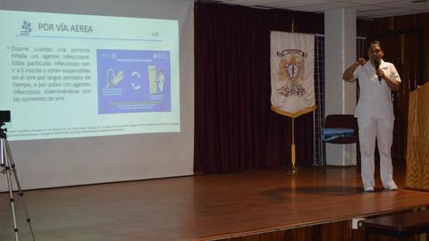 """Prevención de IASS por Paquetes Preventivos en la UTI, tema que dio a los asistentes de la Sesión Académica COVID-19, """"Características del Virus, Manifestaciones Clínicas y Normatividad Nacional"""" de AMEEMCTI, la E.E.A.S.. Ana Patricia Alvares Suárez."""