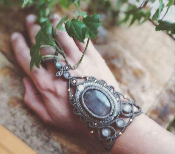 """Bijou de main """"Leïa"""" avec Labradorite et Quartz rose"""