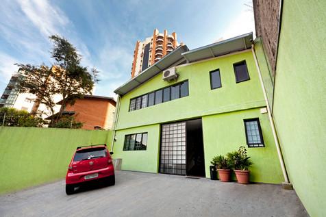 fachada / estacionamento