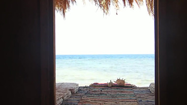 Movie of opening the door and see the red sea close to the standard bungalow