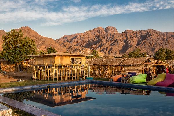Swimmingpool bar with mountain view
